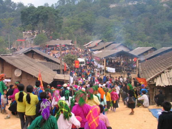 Bac Ha Sunday market tour in Lao Cai province