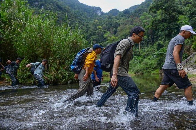 DPM-vu-duc-dam-trekking-to-son-doong