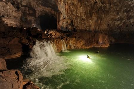 Hidden river flows through Son Doong cave