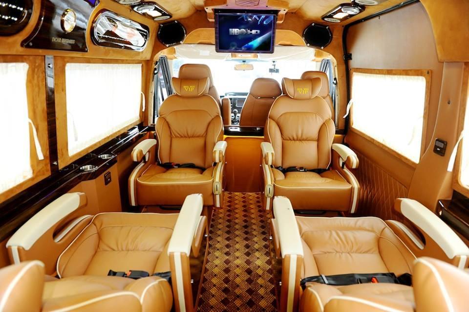 Deluxe interior of Phuc Xuyen Limousine