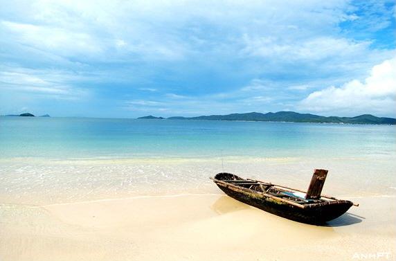 Son Hao beach, Quan Lan island, Bai Tu Long bay